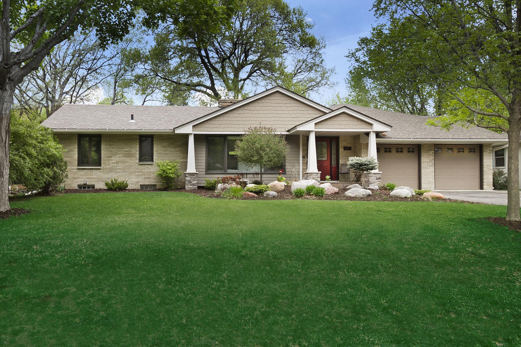 独户住宅 为 销售 在 5220 Richwood Drive 伊代纳, 明尼苏达州, 55436 美国