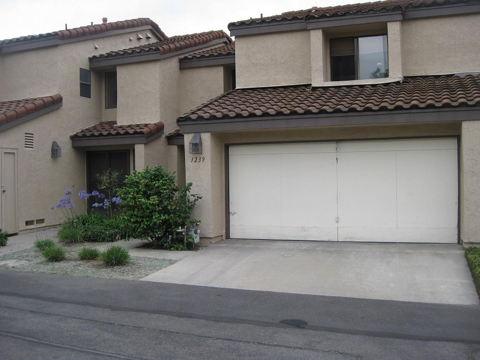 Maison de Ville pour l Vente à 1239 Wren Glen Escondido, Californie 92026 États-Unis