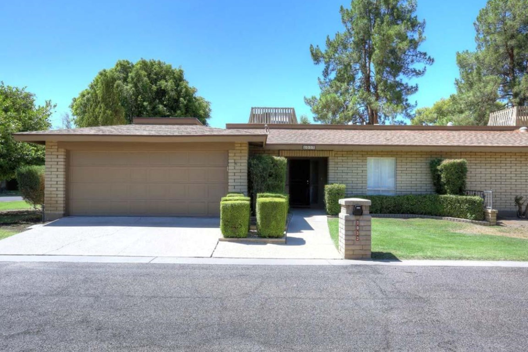Townhouse for Sale at Welcome to this quiet but friendly patio home neighborhood. 1033 E WAGON WHEEL DR Phoenix, Arizona 85020 United States