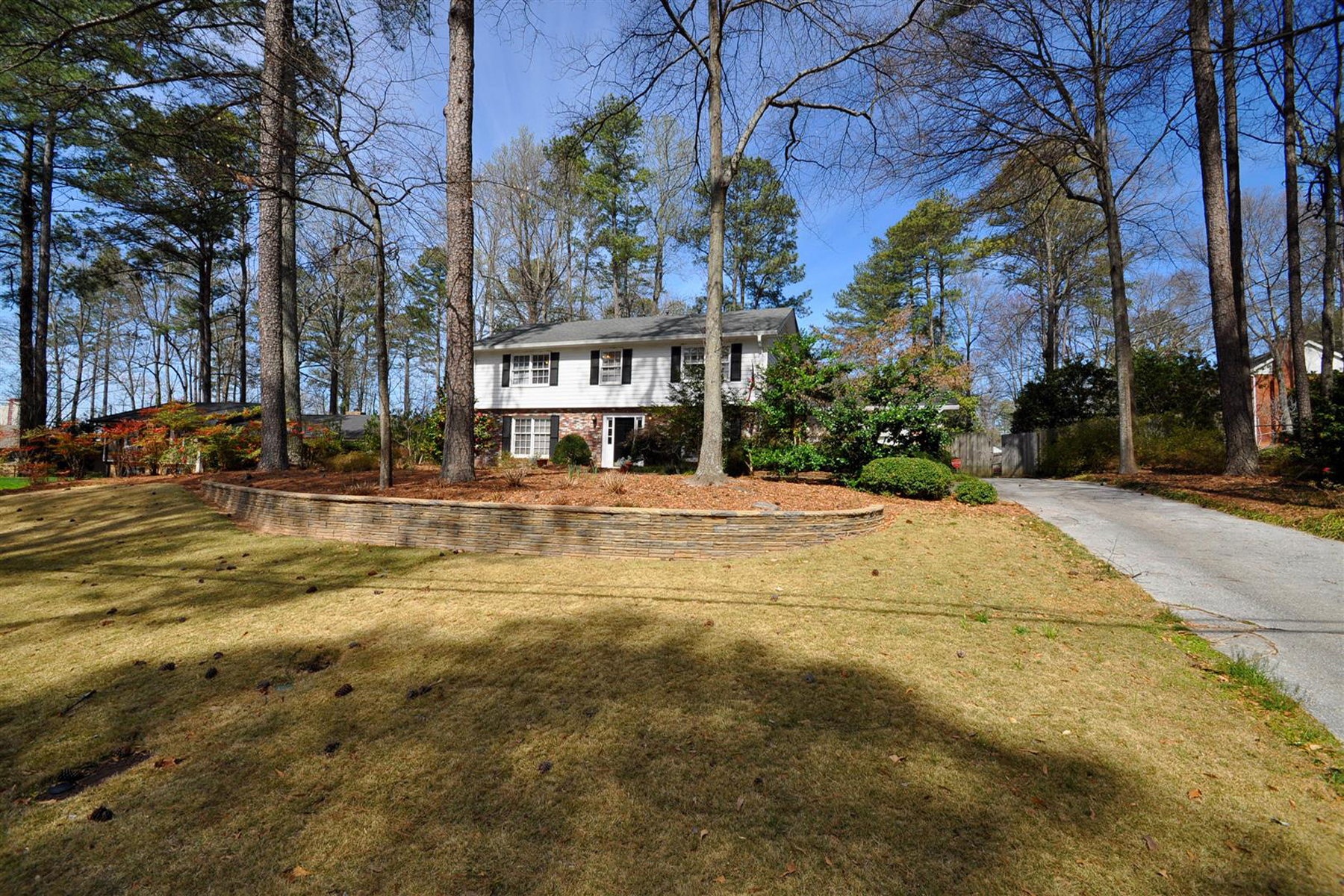 rentals property at Spacious Traditional Home in Dunwoody