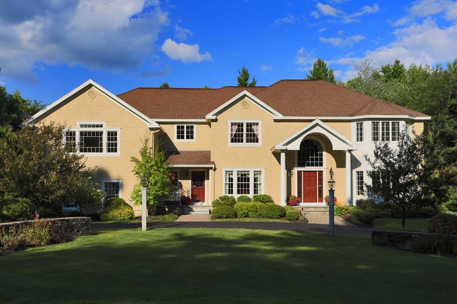 Nhà ở một gia đình vì Bán tại 11 Maplewood Circle Falmouth, Maine 04105 Hoa Kỳ