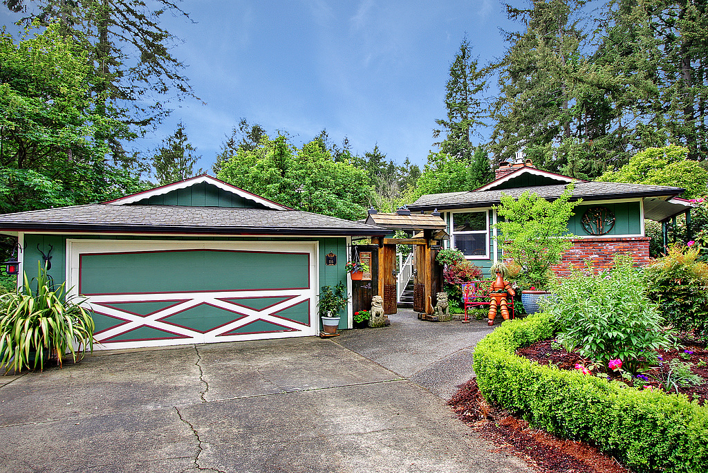 Single Family Home for Sale at Lakewood Treasure 116 Haman Lane W Lakewood, Washington 98499 United States
