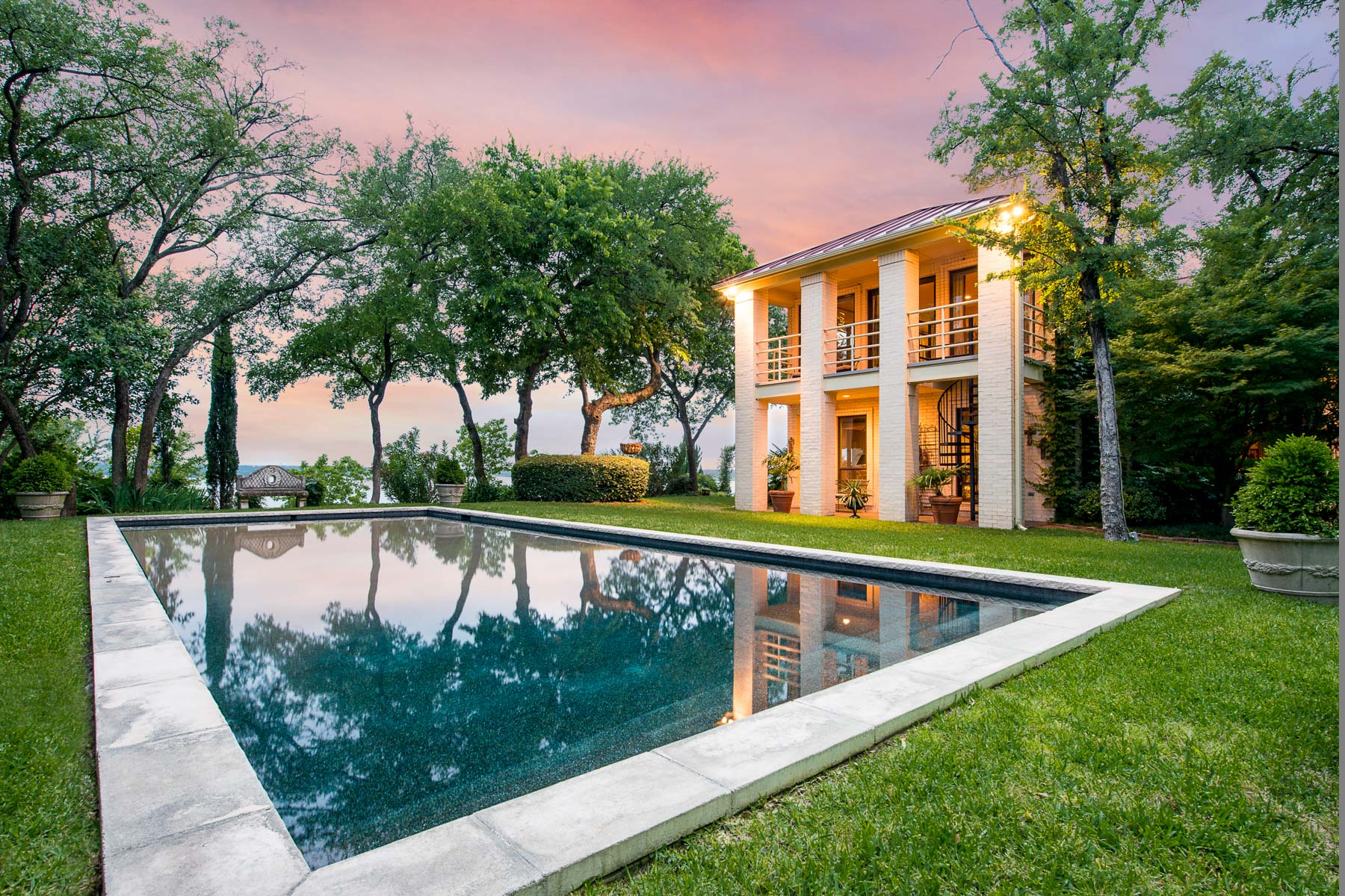 Villa per Vendita alle ore Mediterranean Lake House 9975 Boat Club Road Fort Worth, Texas, 76179 Stati Uniti