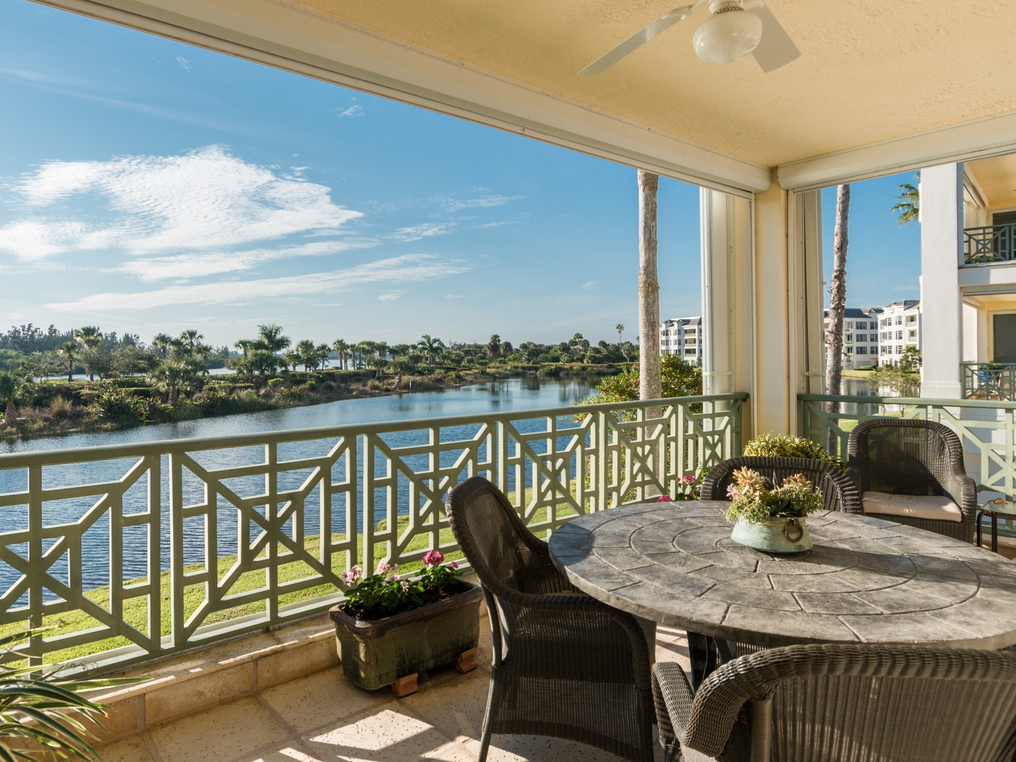 Maison unifamiliale pour l Vente à Move-in Ready River view Condo 9013 Somerset Bay Lane #202 Vero Beach, Florida, 32963 États-Unis