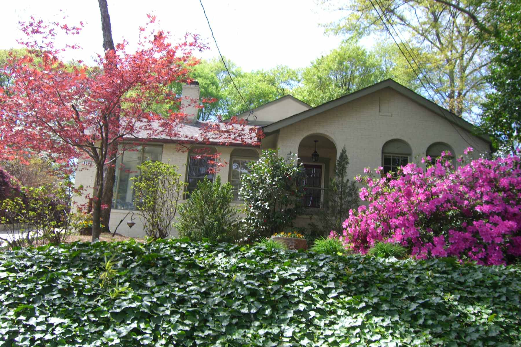 Частный односемейный дом для того Продажа на Charming Hilltop Cottage with Pool 830 Mentelle Drive Midtown, Atlanta, Джорджия, 30308 Соединенные Штаты