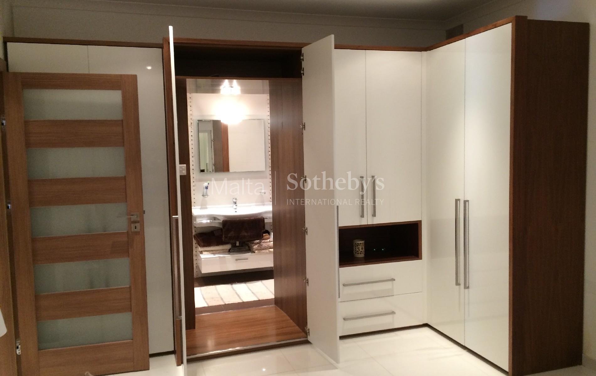 Property Of Elegant Semi-Detached Maisonette