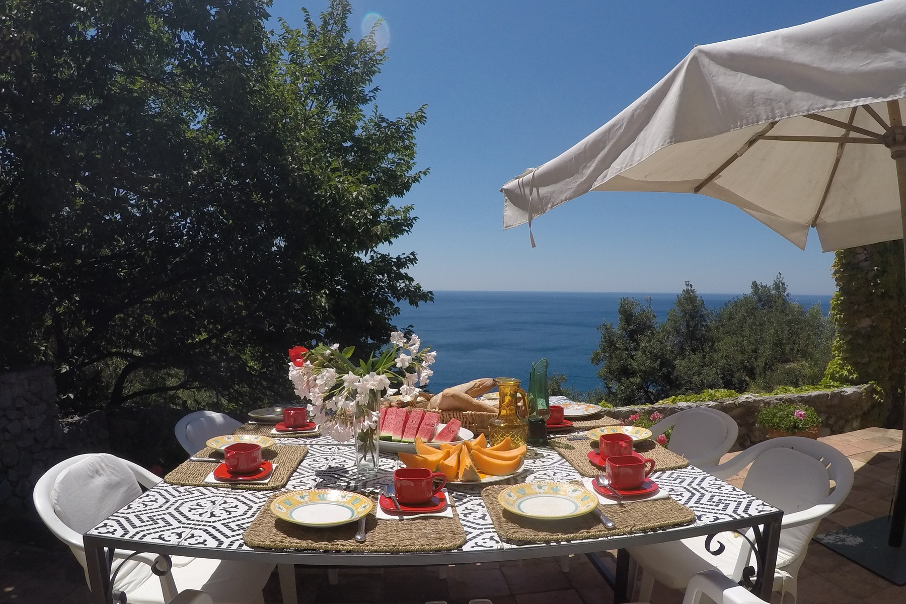 Additional photo for property listing at Villa pied dans l'eau in Amalfi coast  Maiori, Naples 84100 Italy