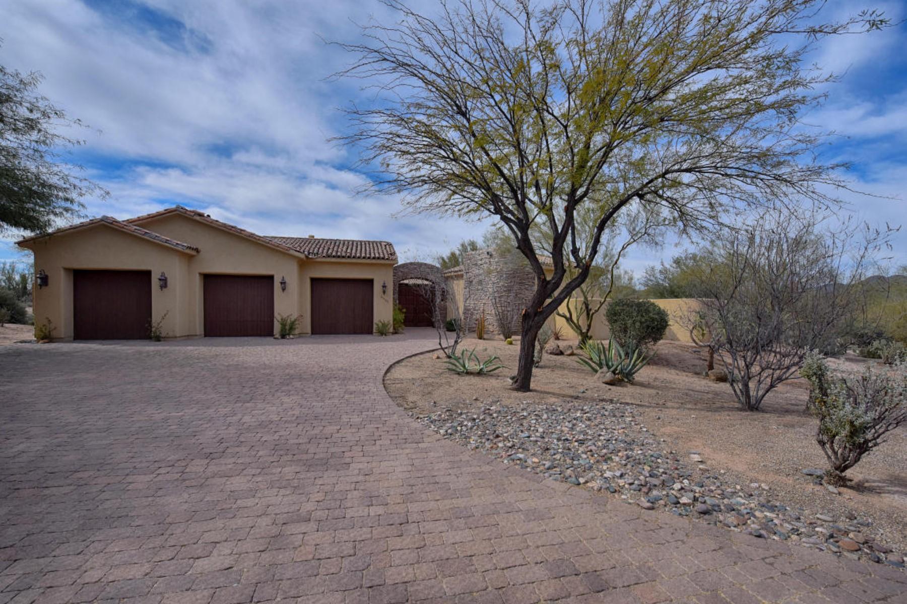 Частный односемейный дом для того Продажа на Beautiful 4 bedroom home in exclusive gated Canyon Crossings 35502 N Canyon Crossing Dr Cave Creek, Аризона 85331 Соединенные Штаты