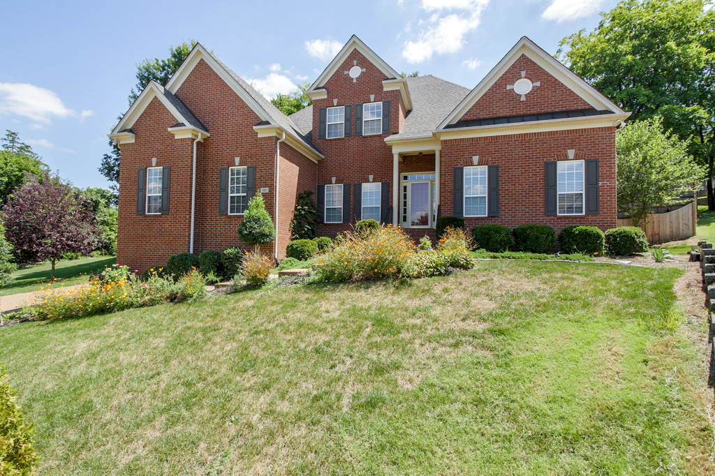 Villa per Vendita alle ore Open and Spacious Home in Brentwood 512 Banshire Court Brentwood, Tennessee 37027 Stati Uniti