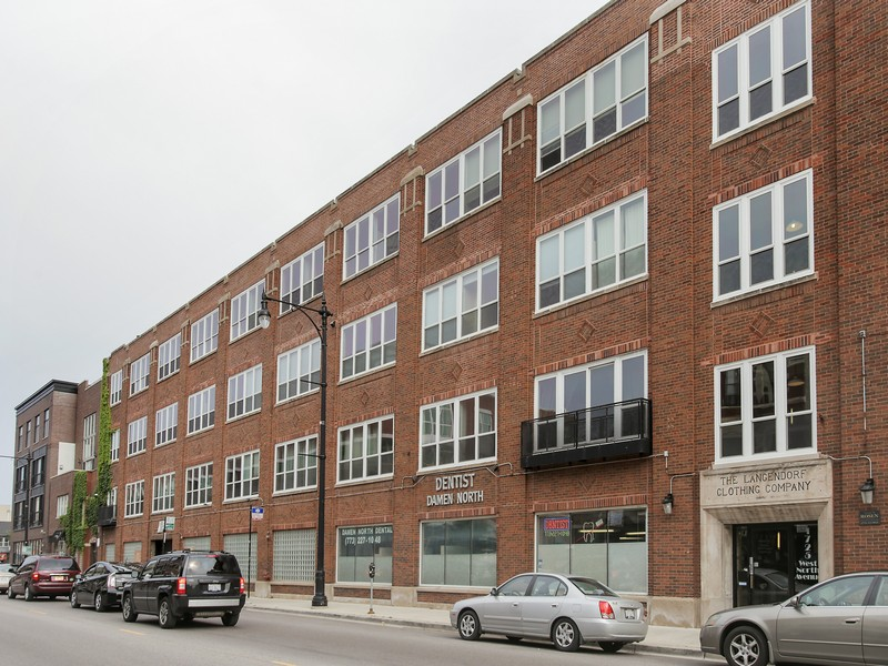 Copropriété pour l Vente à Wicker Park Timber Loft 1725 W North Avenue Unit 306 West Town, Chicago, Illinois 60622 États-Unis