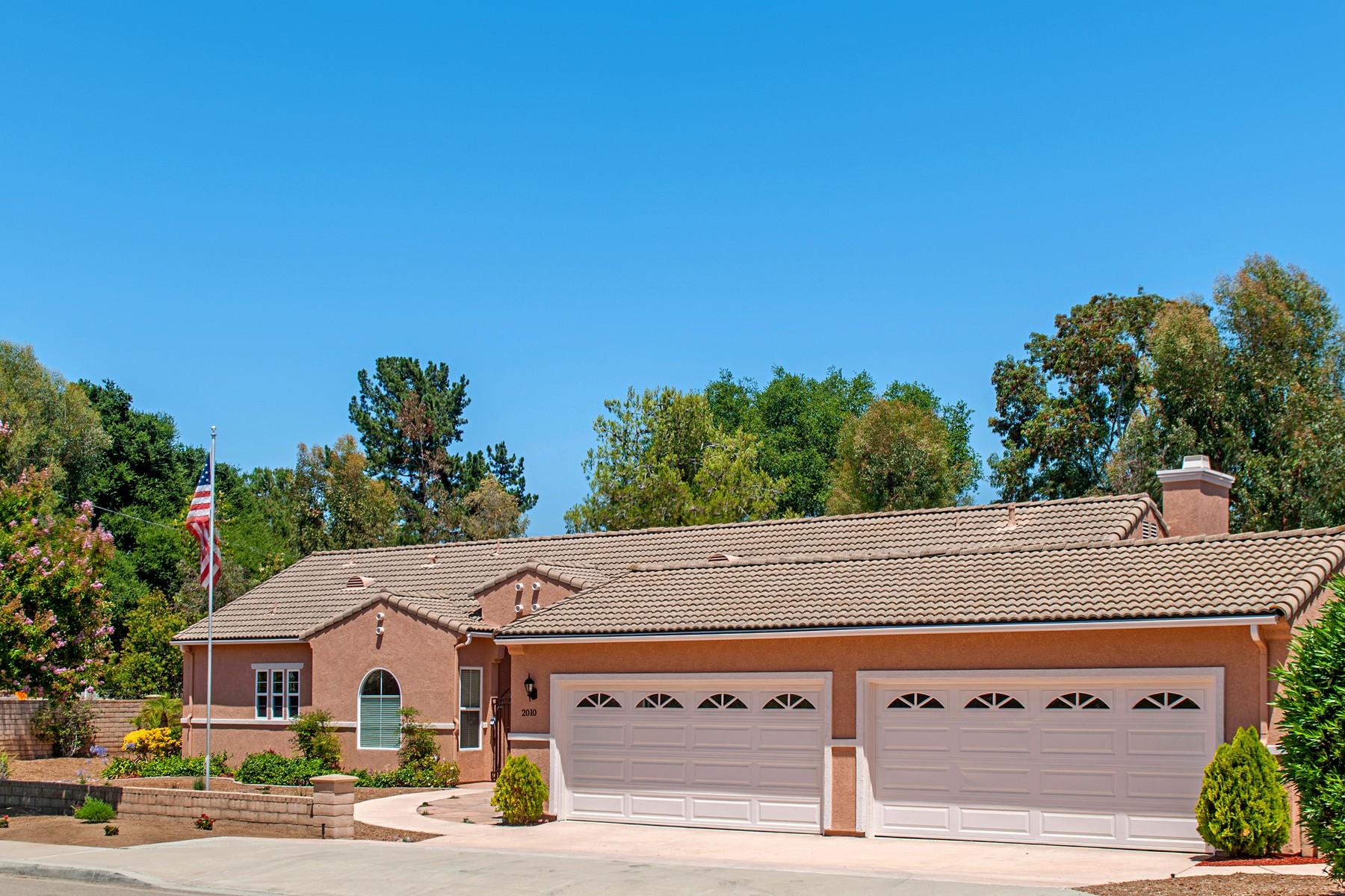 Maison unifamiliale pour l Vente à 2010 Lomas Serenas 2010 Hallmark Place Escondido, Californie, 92029 États-Unis