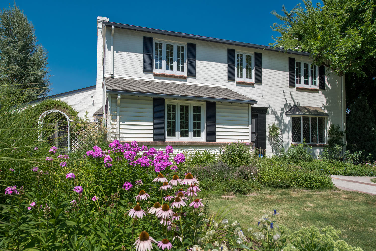 Single Family Home for Active at Classic New England Style Colonial 5745 East 6th Avenue Parkway Denver, Colorado 80220 United States