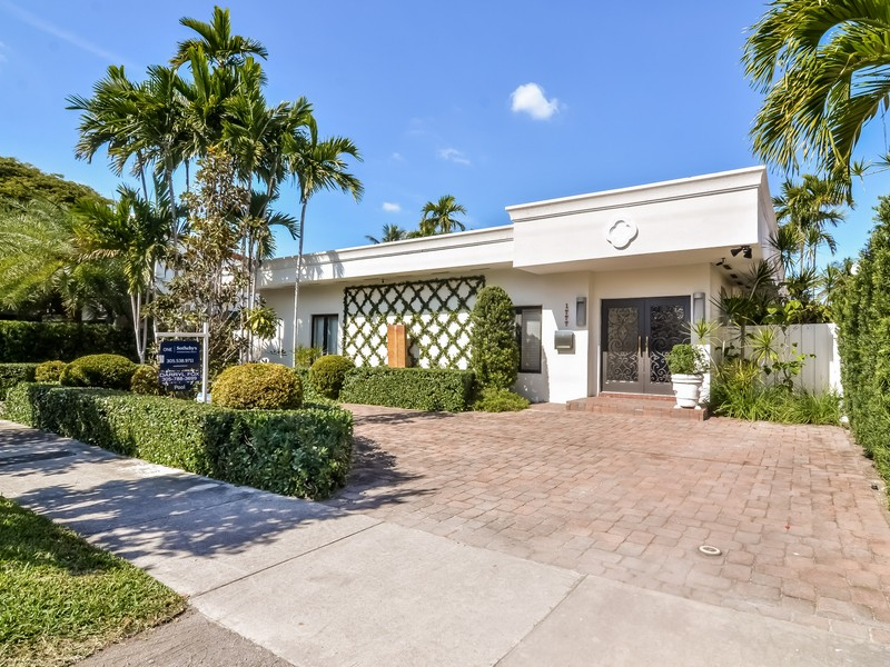 Single Family Home for Sale at 1777 Daytonia Rd Miami Beach, Florida 33141 United States