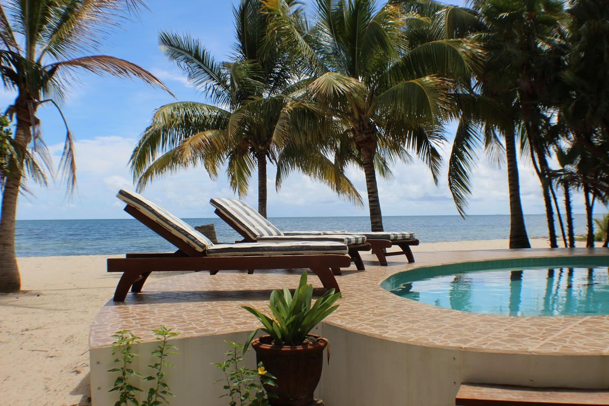 Maison unifamiliale pour l Vente à Oceanfront Home in Coco Plum Development Placencia, Stann Creek, Belize