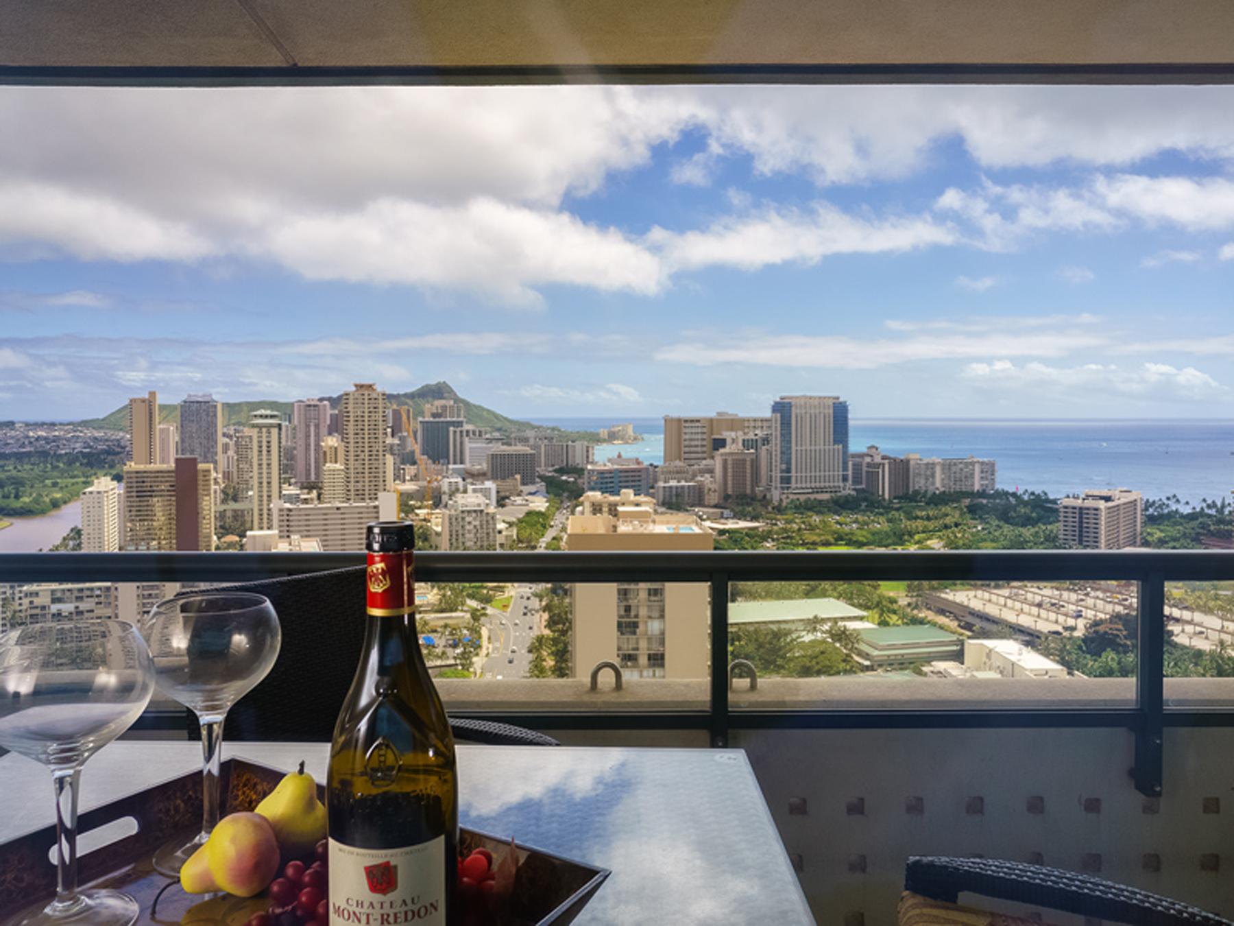 Piso por un Venta en Luxurious Waikiki Penthouse 1837 Kalakaua Avenue #3504 Waikiki, Honolulu, Hawaii, 96815 Estados Unidos