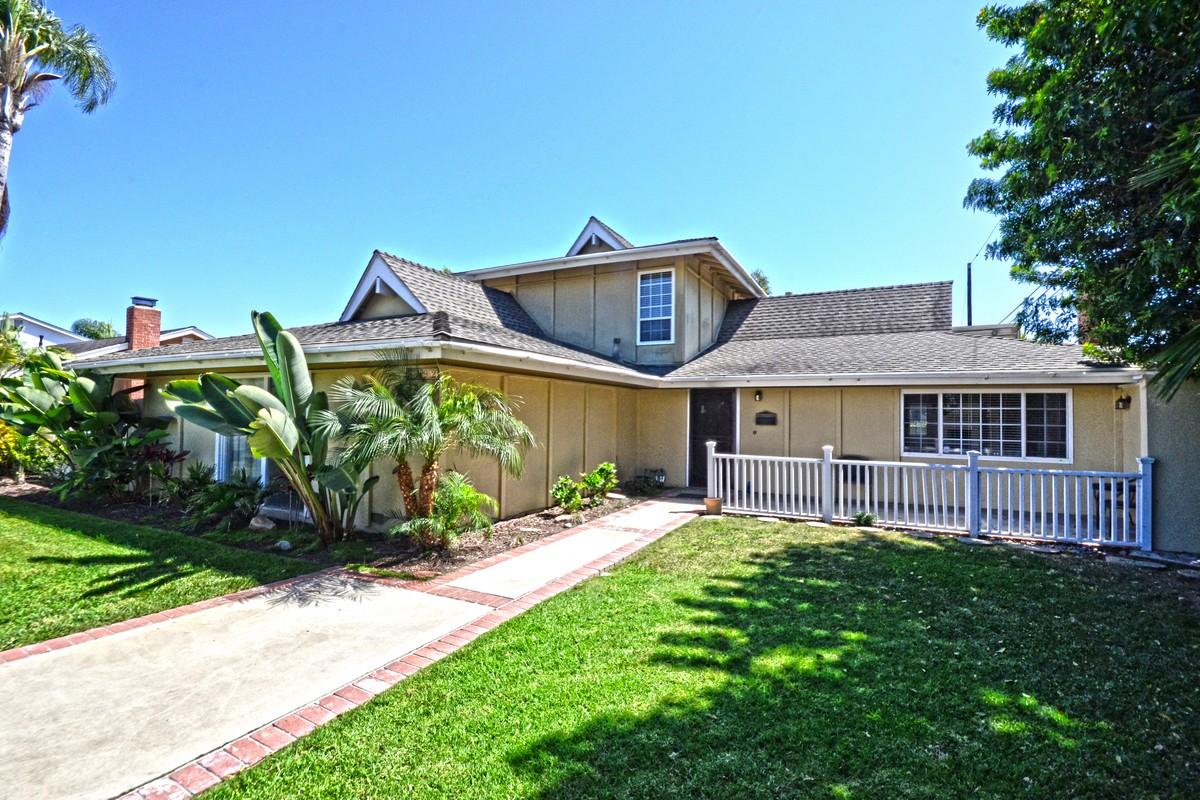 獨棟家庭住宅 為 出售 在 8092 Indianapolis Ave. Huntington Beach, 加利福尼亞州 92646 美國