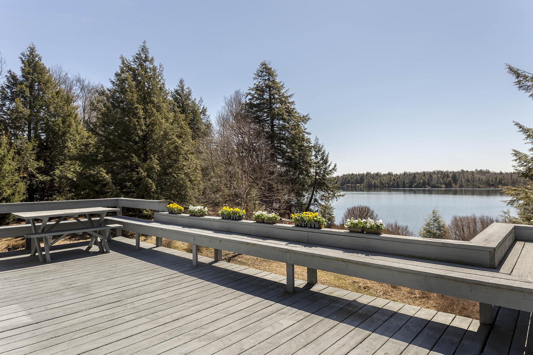 一戸建て のために 売買 アット Ganoga Lake Contemporary 665 Crest Avenue Benton, ペンシルベニア, 17814 アメリカ合衆国