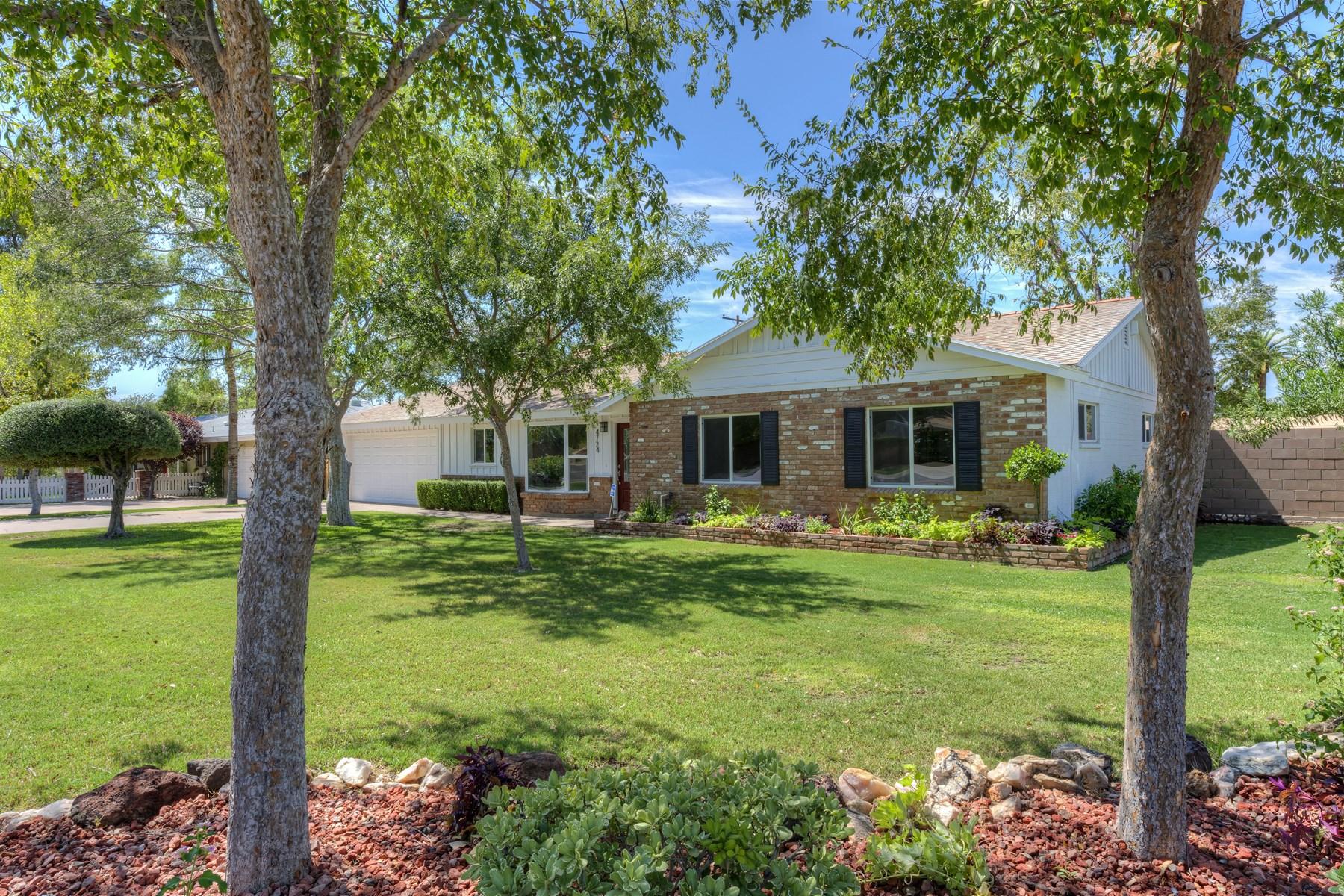Частный односемейный дом для того Продажа на New contemporary home in Camelback estates 4724 N 36th St Phoenix, Аризона 85018 Соединенные Штаты