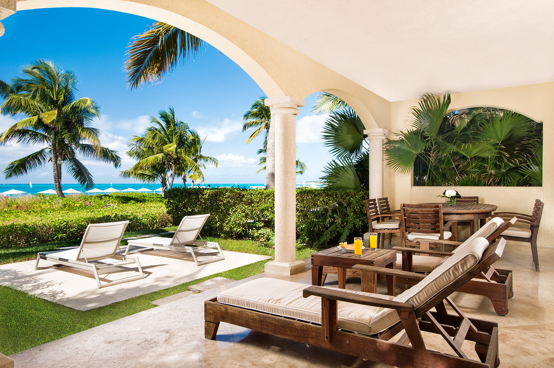 Additional photo for property listing at The Villas at Grace Bay Club - E101.102 Beachfront Grace Bay, Providenciales TCI Îles Turques Et Caïques