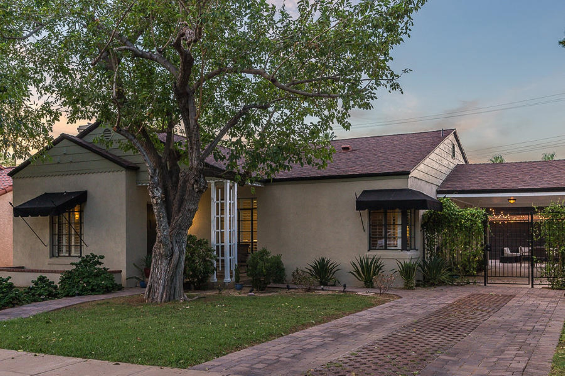 Частный односемейный дом для того Продажа на Beautiful and elegant 1940's Monterey Ranch 518 W Palm Ln Phoenix, Аризона 85003 Соединенные Штаты