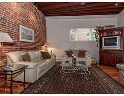 共管物業 為 出售 在 Located in the historic North End. 301 North Street-Unit 1 Waterfront, Boston, 麻塞諸塞州 02113 美國
