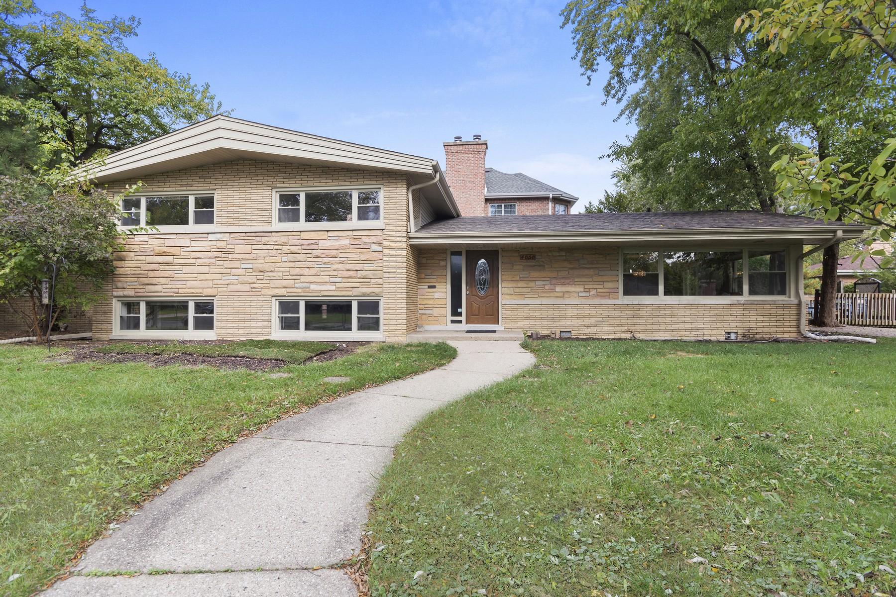 Einfamilienhaus für Verkauf beim Updated and Spacious Four Bedroom Home In The Highlands 4050 Emerson Street Skokie, Illinois, 60076 Vereinigte Staaten