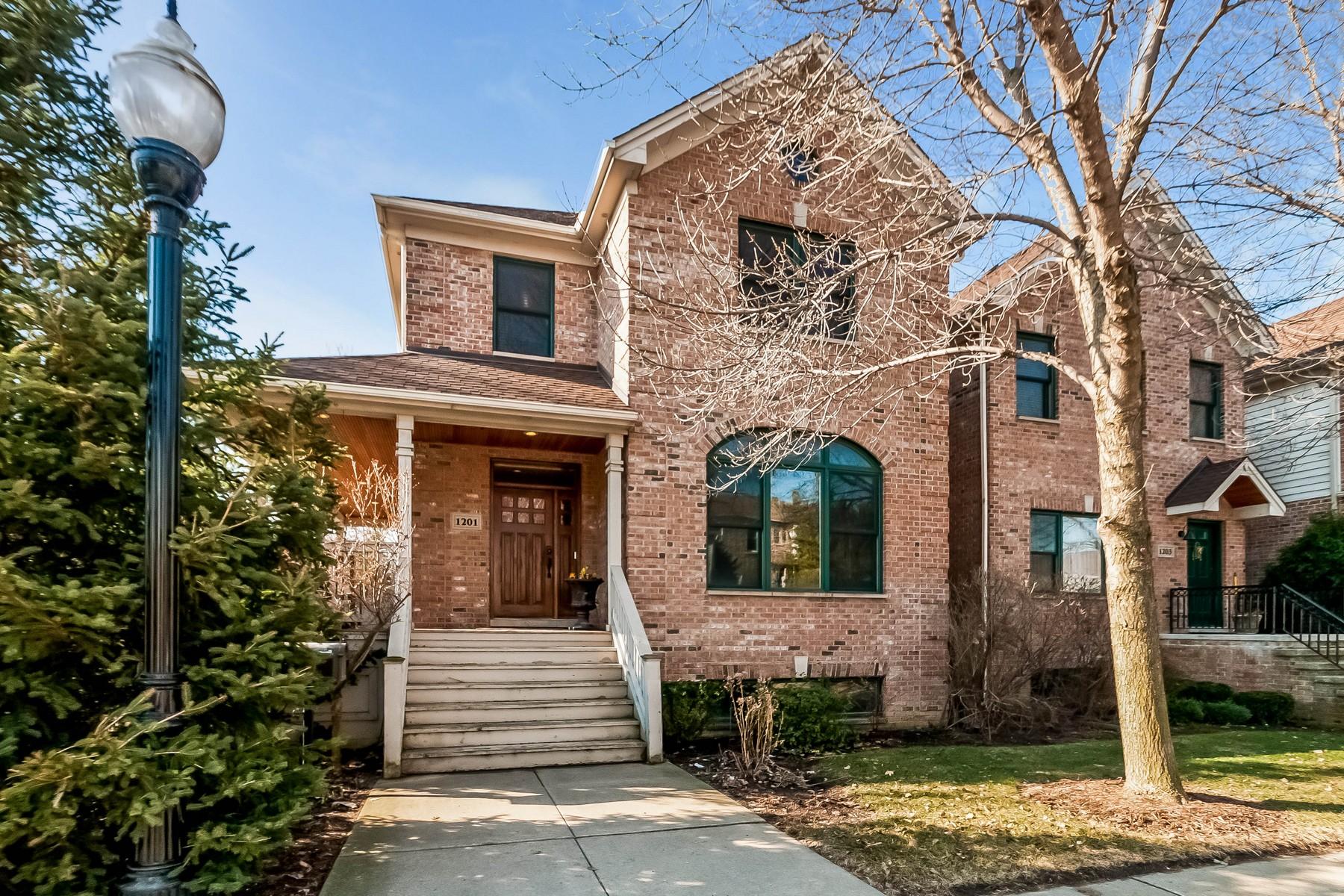 Casa Unifamiliar por un Venta en Beautiful Bridgeport Village Home 1201 W 33rd Street Bridgeport, Chicago, Illinois 60608 Estados Unidos