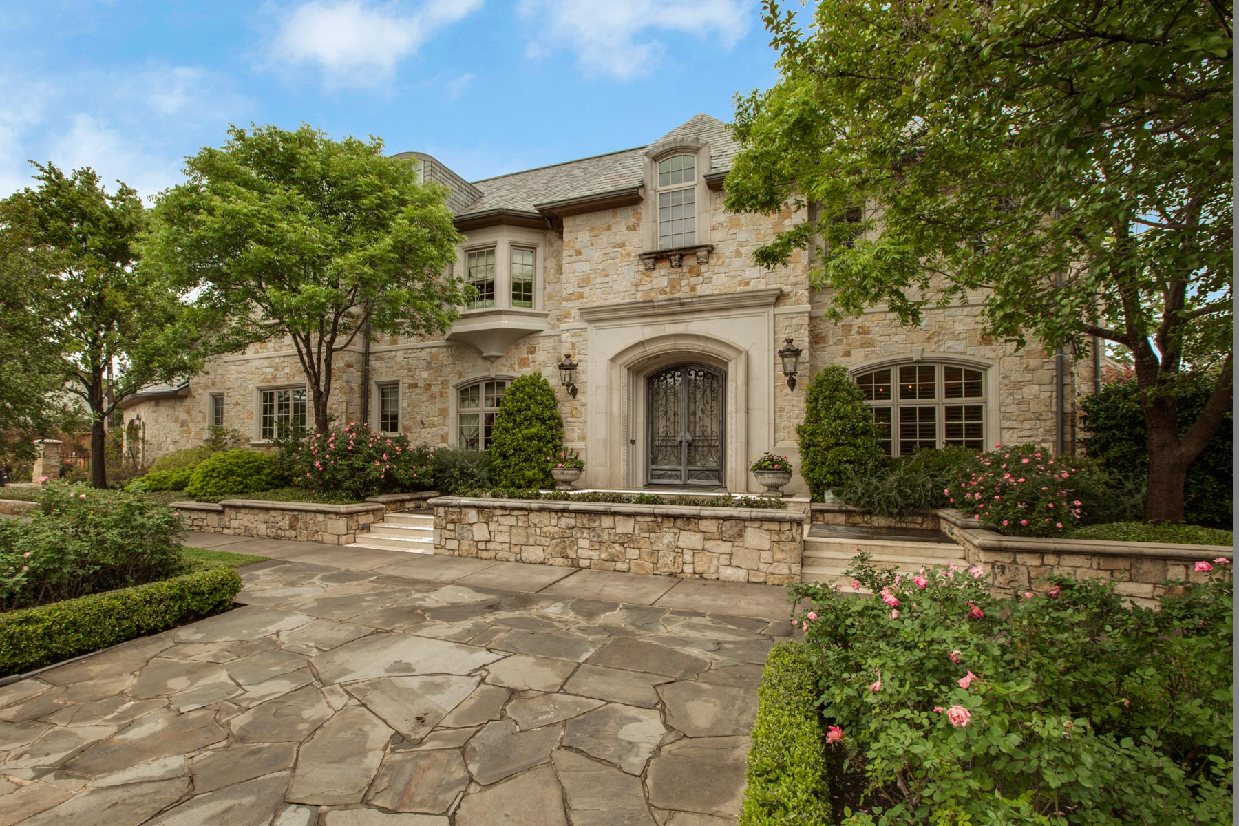 Villa per Vendita alle ore Perfect Combination of Formal and Casual 5800 Armstrong Parkway Dallas, Texas, 75205 Stati Uniti