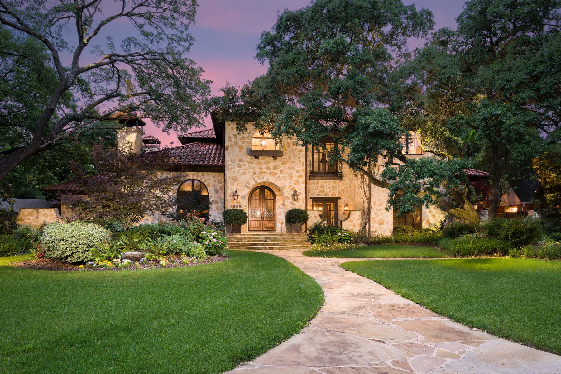Maison unifamiliale pour l Vente à Mediterranean Preston Hollow Home 4808 Melissa Lane Dallas, Texas, 75229 États-Unis