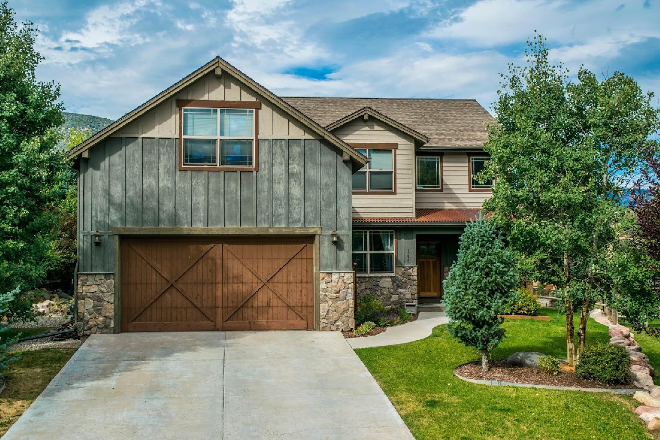 Maison unifamiliale pour l Vente à Beautiful Home in Lakota 144 Blackhawk Drive New Castle, Colorado, 81647 États-Unis