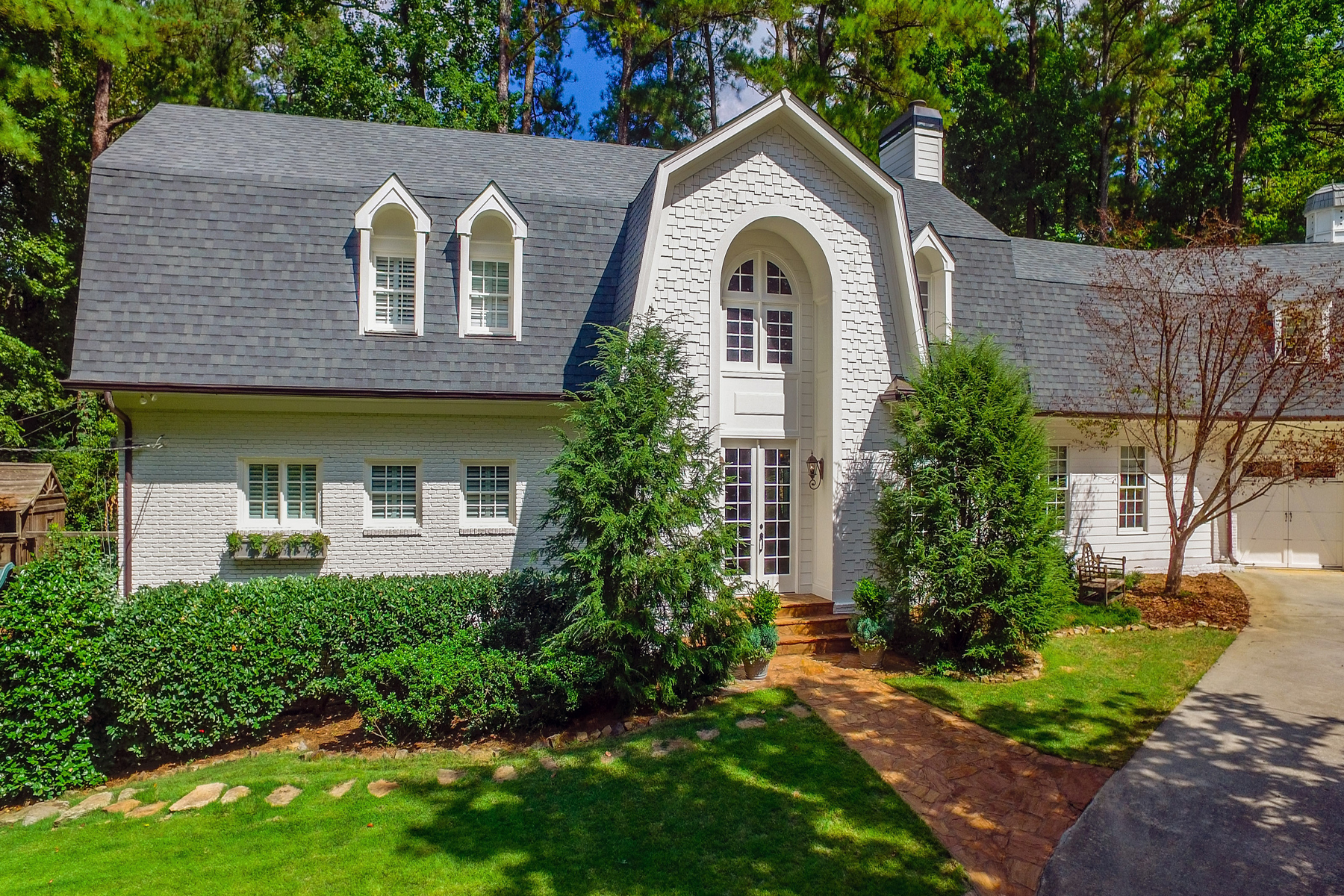 Additional photo for property listing at Large Open Concept Home In One Of Buckhead's Best Neighborhoods 3115 E Wood Valley Road NW Atlanta, Geórgia 30327 Estados Unidos