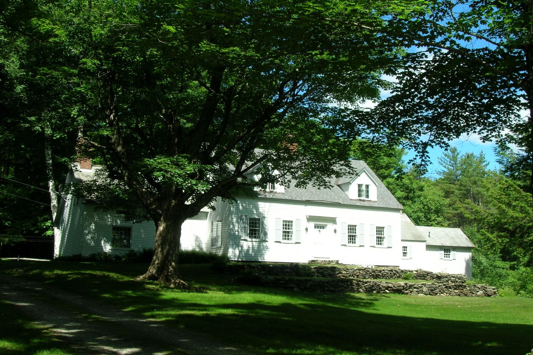 Casa para uma família para Venda às Classic Vermont Cape 1554 Gird Lot Road Weathersfield, Vermont, 05030 Estados Unidos