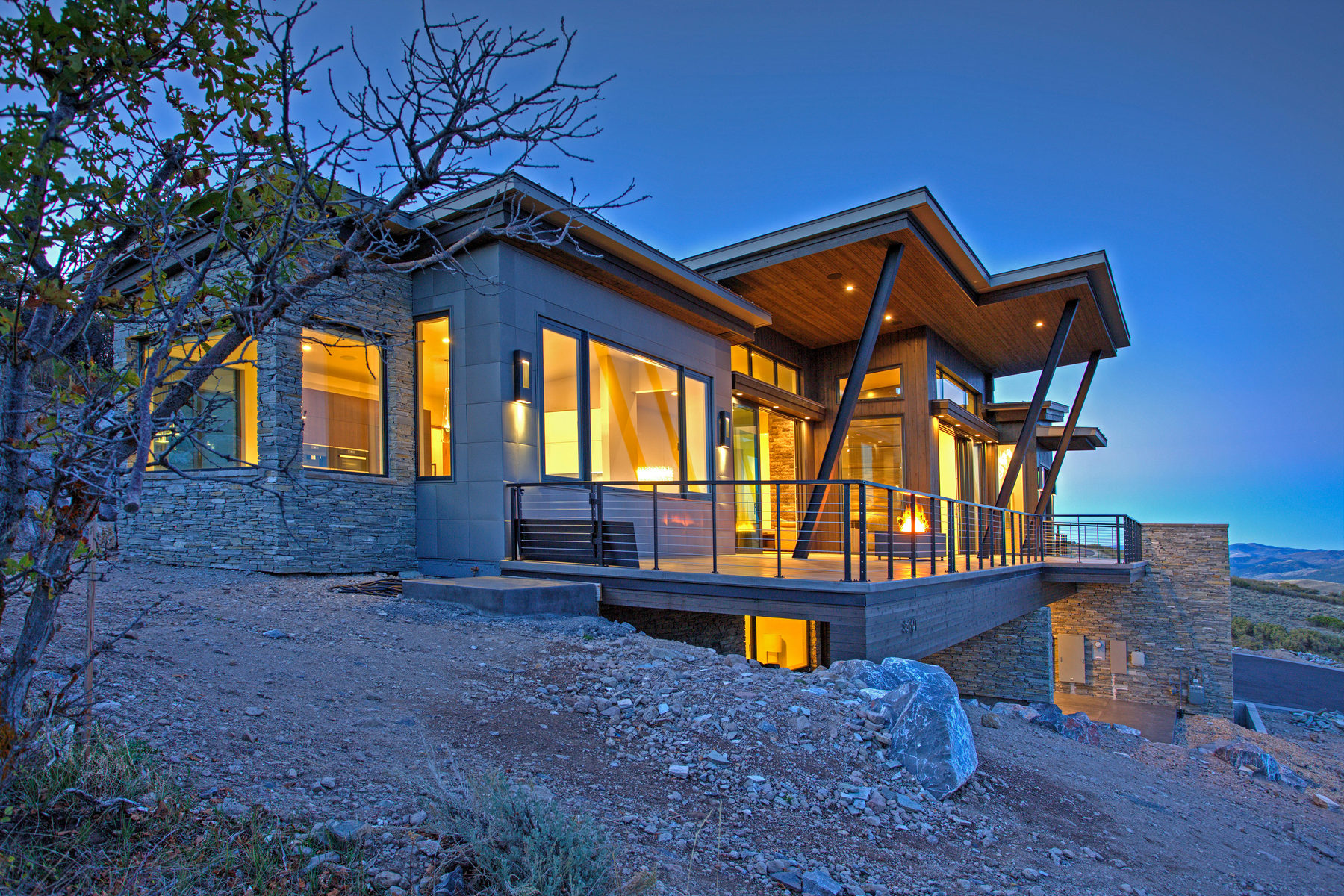 Maison unifamiliale pour l Vente à Mountain Modern Masterpiece! 8101 N Sunrise Loop Park City, Utah 84098 États-Unis