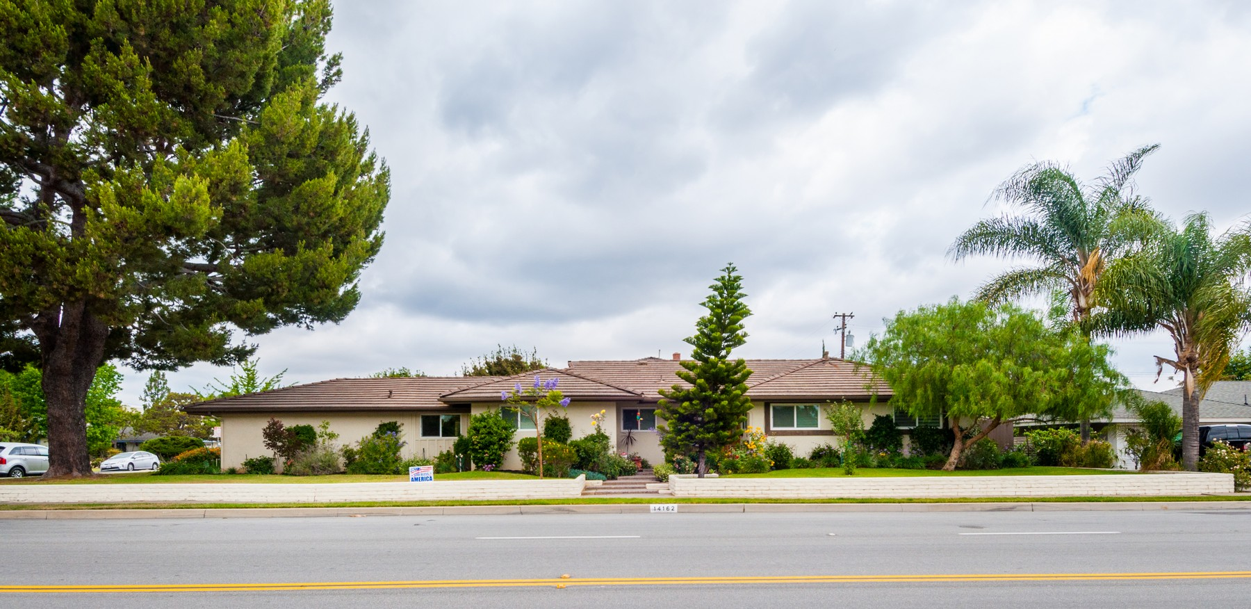 단독 가정 주택 용 매매 에 14162 Prospect Ave Tustin, 캘리포니아, 92780 미국