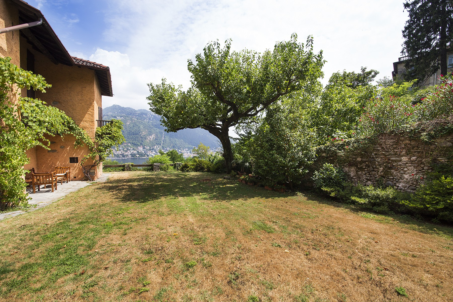 Additional photo for property listing at Charming villa on the hills of Como with breath-taking views Via Imbonati Como, Como 22100 Italie
