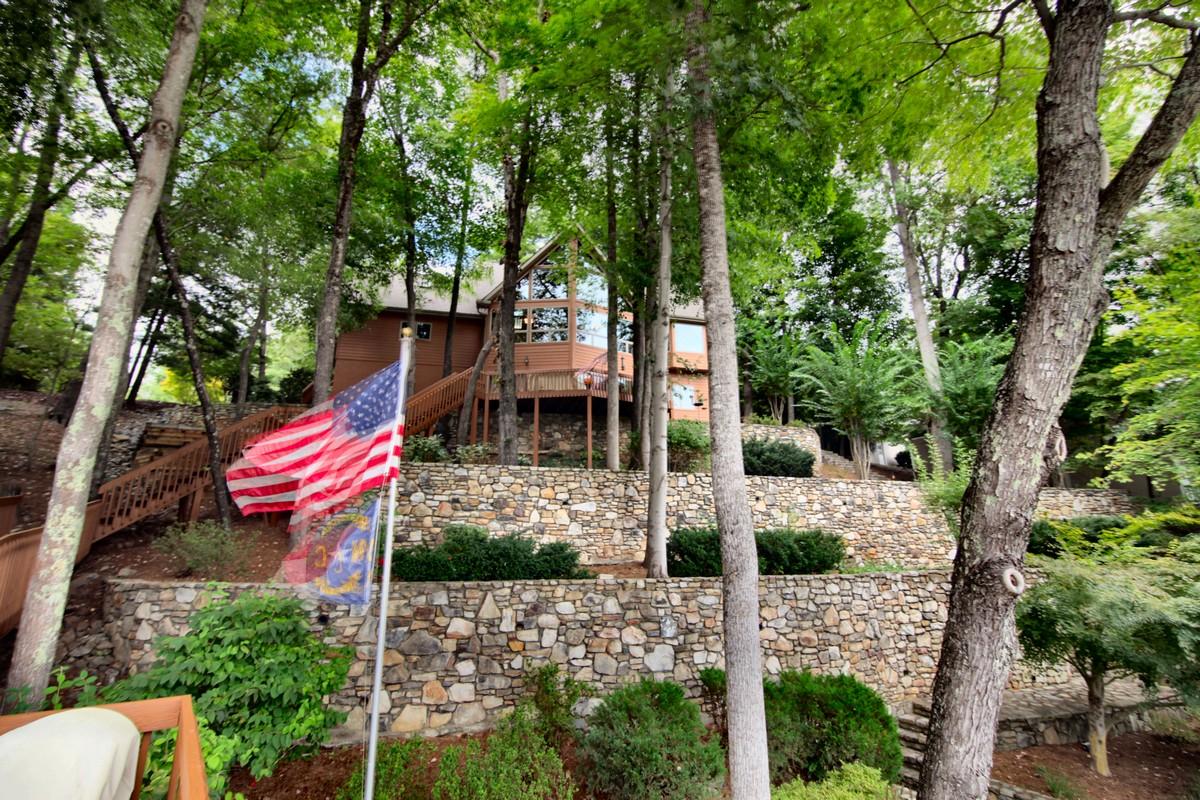 단독 가정 주택 용 매매 에 Meticulous and Serene Waterfront Home 334 Chapel Point Road Lake Lure, 노스캐놀라이나 28746 미국