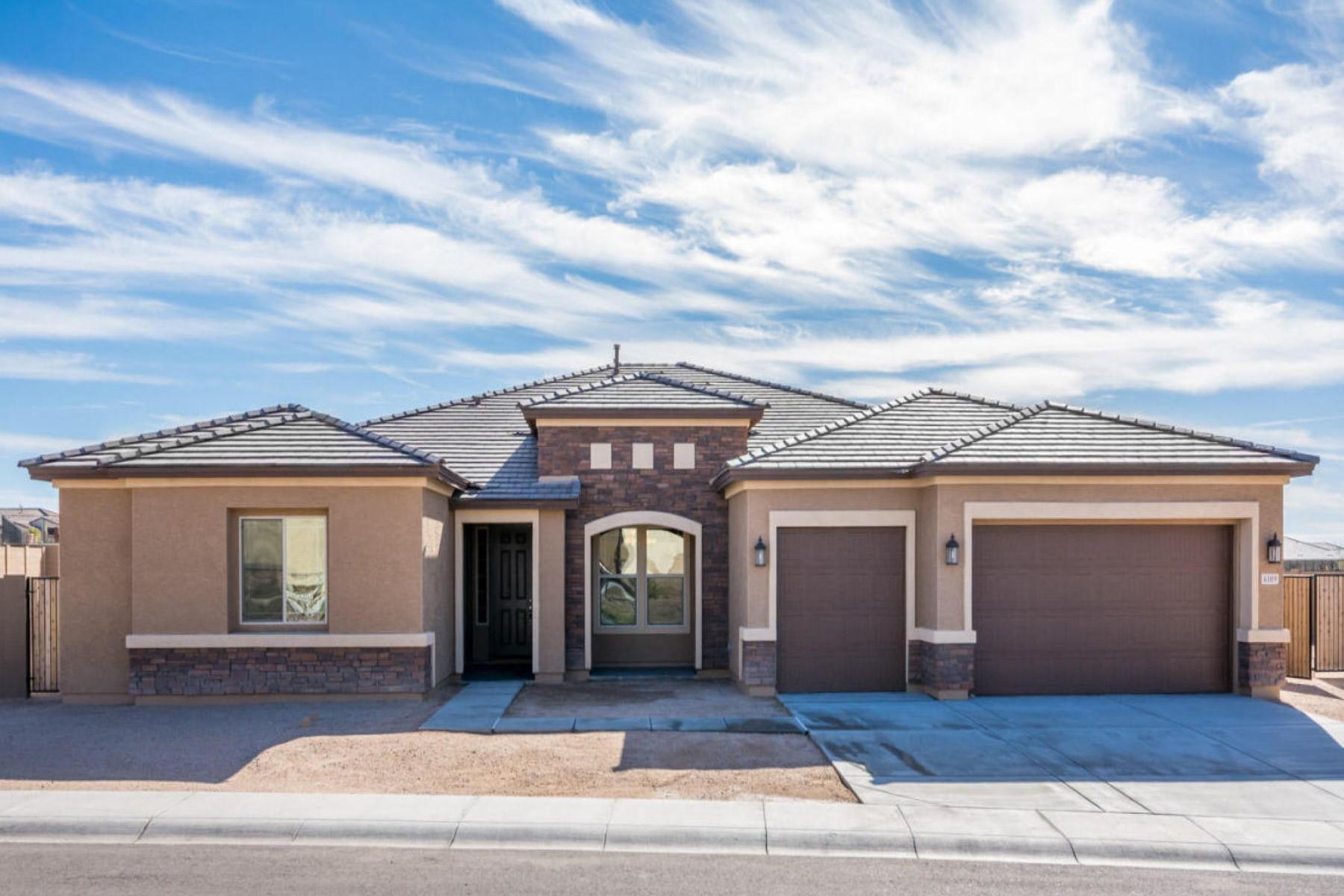 Частный односемейный дом для того Продажа на Sensational brand new home built by Richmond American Homes 6109 E Hodges St Cave Creek, Аризона 85331 Соединенные Штаты