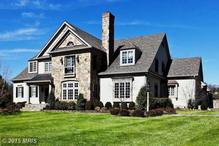 단독 가정 주택 용 매매 에 102 Woodbrook 102 Woodbrook Lane Baltimore, 메릴랜드 21212 미국