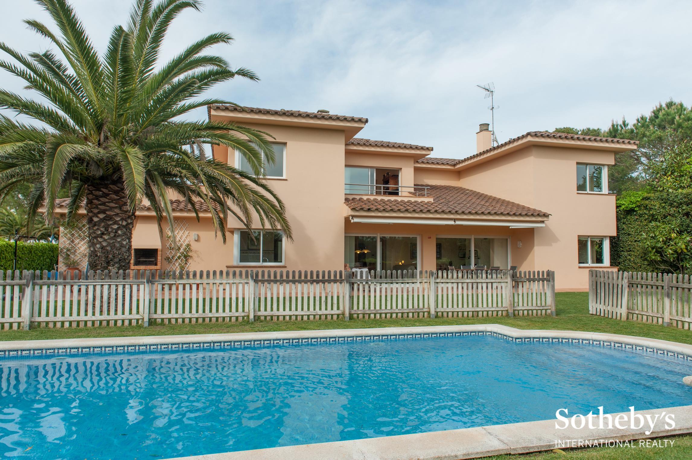 Nhà ở một gia đình vì Bán tại Walking distance to the golf course and beach, a luxury Pals, Costa Brava 17256 Tây Ban Nha