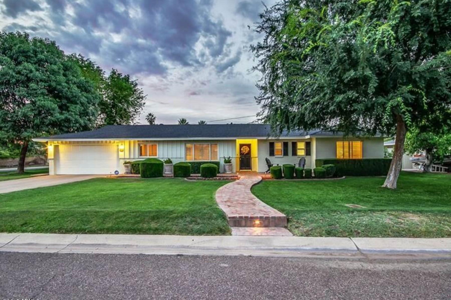 Vivienda unifamiliar por un Venta en Quintessential Arcadia ranch on an oversized corner lot. 4034 E Coolidge ST Phoenix, Arizona 85018 Estados Unidos