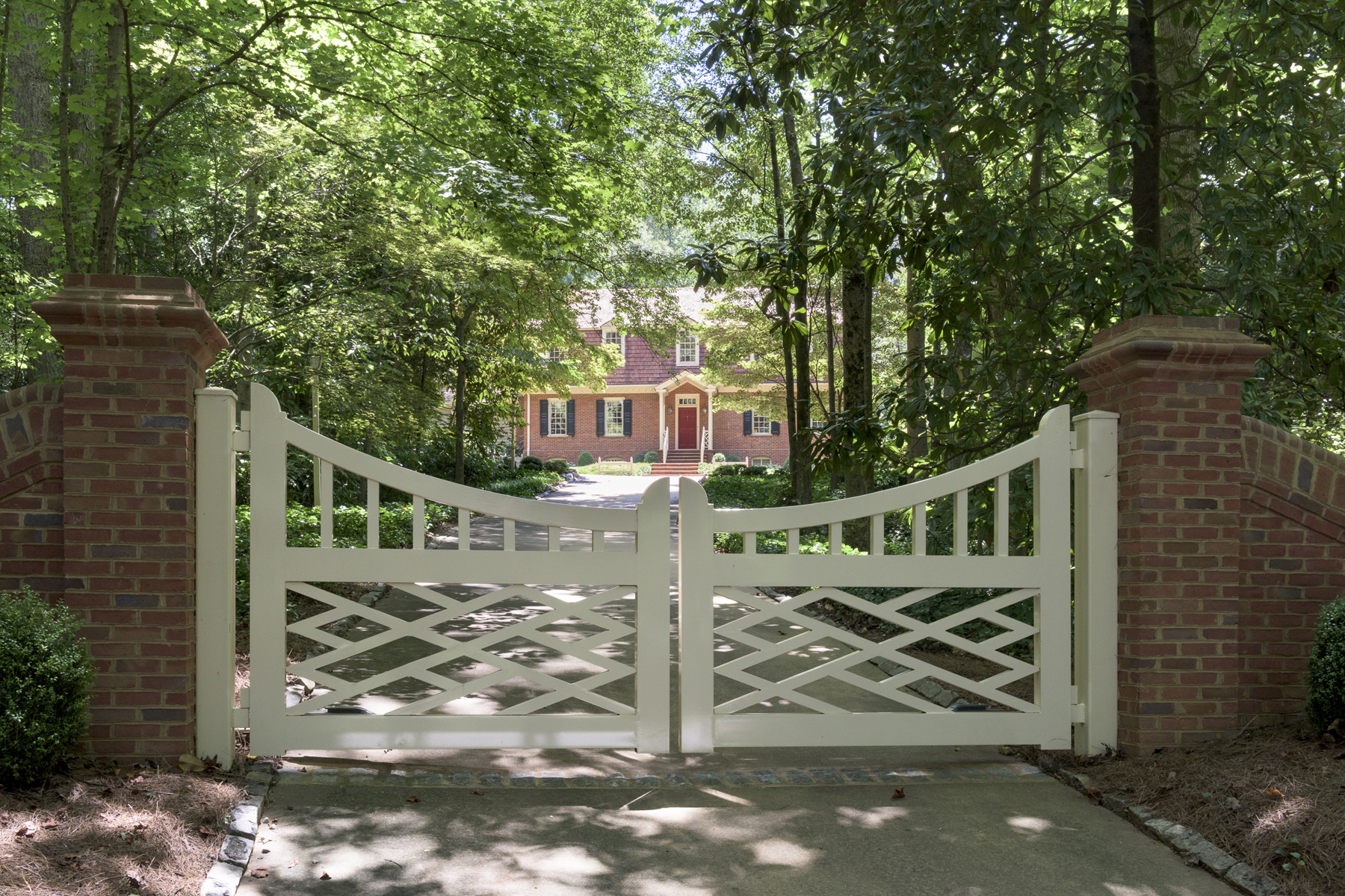 Частный односемейный дом для того Продажа на Charming Custom Built Gated Virginia Tidewater Estate 110 Austell Way NW Buckhead, Atlanta, Джорджия, 30305 Соединенные Штаты