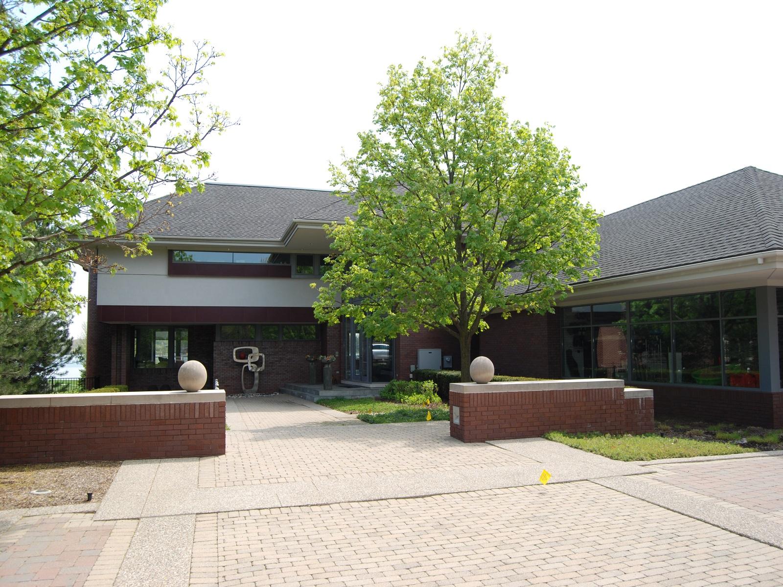 独户住宅 为 销售 在 West Bloomfield 5475 Middlebelt Road West Bloomfield, 密歇根州 48323 美国
