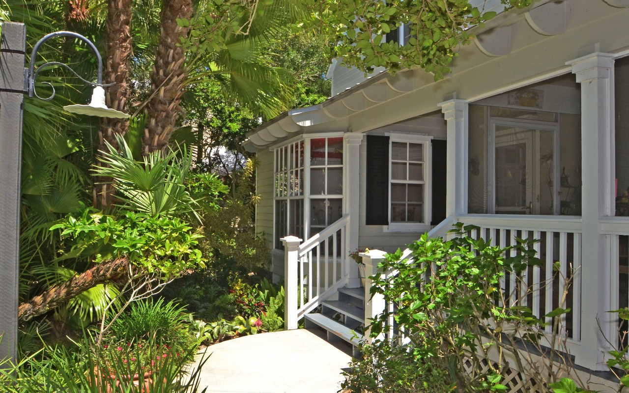 단독 가정 주택 용 매매 에 Detached Cottage with Two Master Suites 1480 Fern Court #306 Vero Beach, 플로리다, 32963 미국