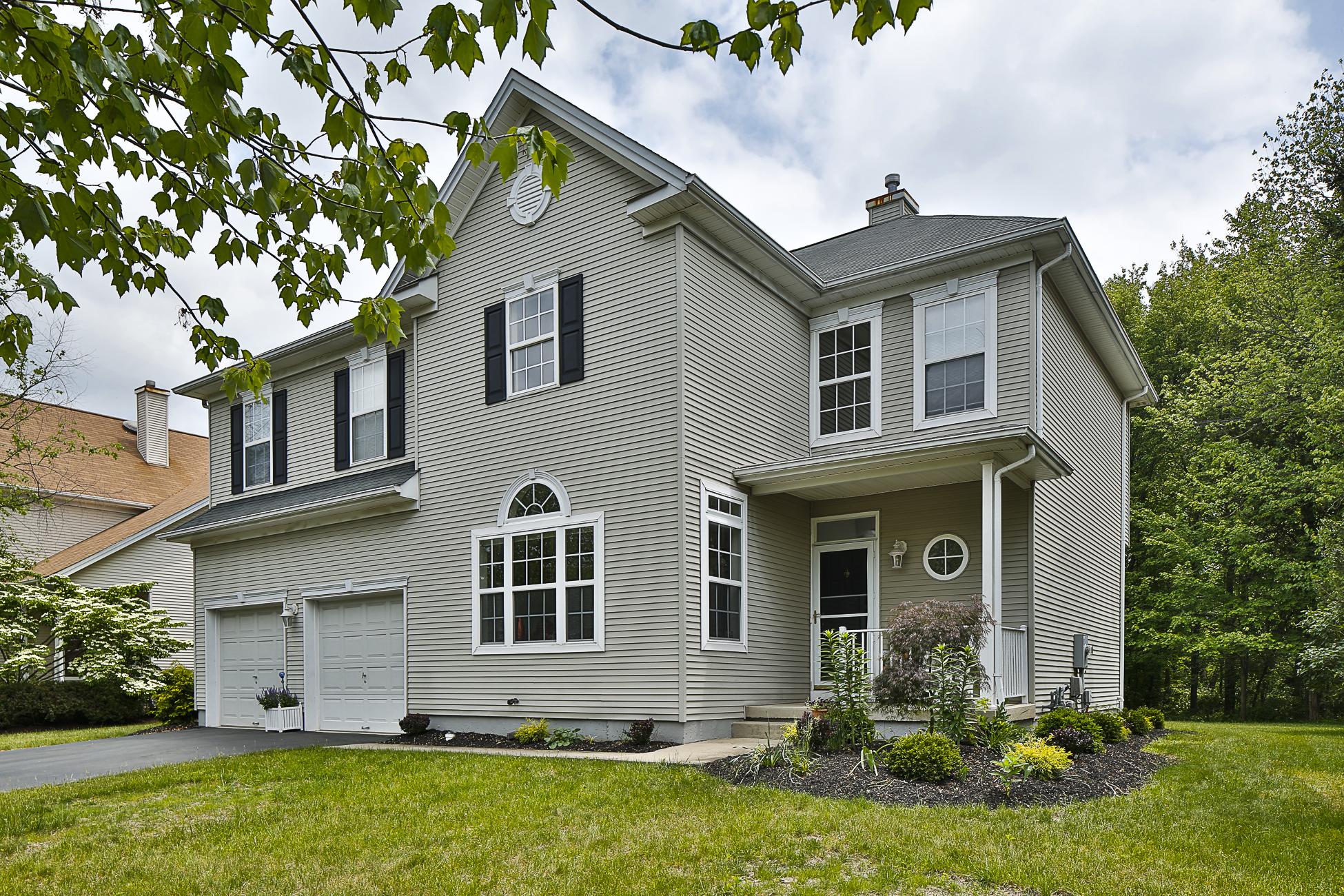 Maison unifamiliale pour l Vente à Montgomery Township's Yorkshire Woods 29 York Drive Princeton, New Jersey 08540 États-Unis