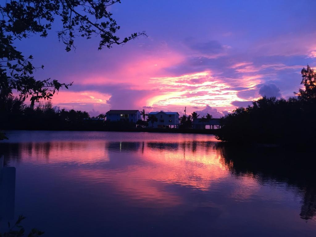 獨棟家庭住宅 為 出售 在 Desirable Waterfront Location 71 Jean La Fitte Drive Key Largo, 佛羅里達州, 33037 美國