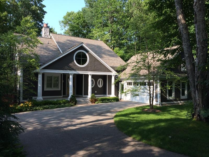 Casa para uma família para Venda às Serene and Private Residence on Preserve Golf Course 7348 Preserve Drive South Bay Harbor, Michigan 49770 Estados Unidos