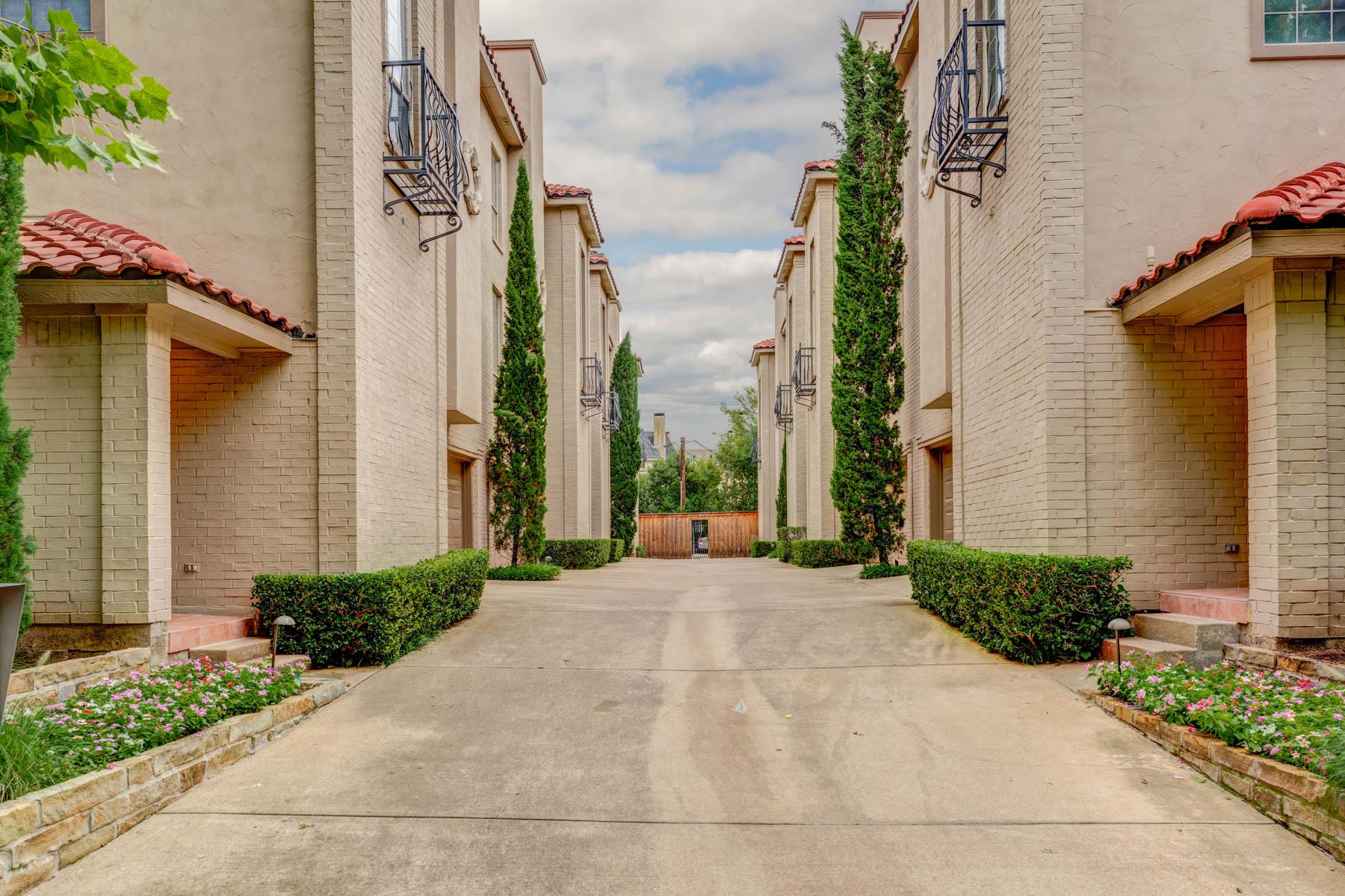 Casa Unifamiliar Adosada por un Venta en Oak Lawn Townhome 4508 Bowser Avenue #D Dallas, Texas, 75219 Estados Unidos