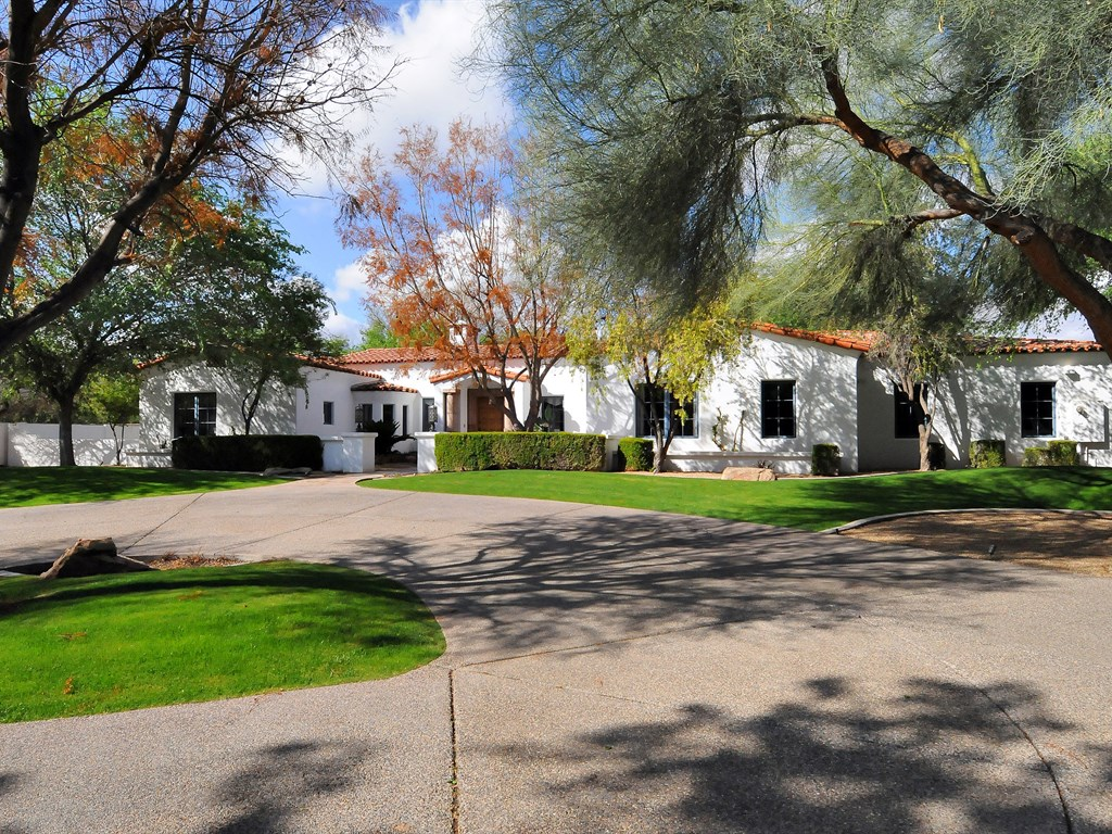 Vivienda unifamiliar por un Venta en 1 Acre Gated Santa Barbara 7816 N 70th St Paradise Valley, Arizona 85253 Estados Unidos