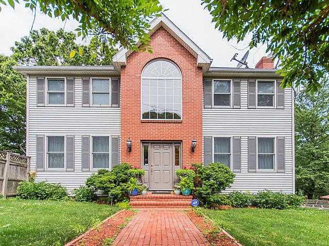Einfamilienhaus für Verkauf beim Roslindale Colonial 143 Kittredge St Boston, Massachusetts 02131 Vereinigte Staaten