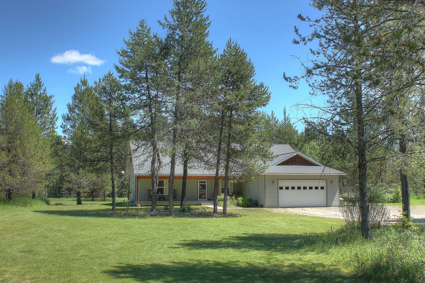 Single Family Home for Sale at Classic ranch style home on 1 acre 113 Carter Dr Sagle, Idaho 83860 United States